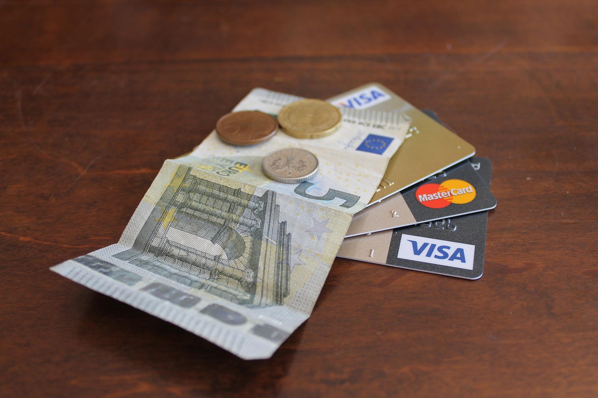 「クレジットカードで公共料金を払っているからポイントも貯まって嬉しい!」  ちょっと待って下さい。本当にお得になっていますか?  実は支払う金額や地域によっては逆に損をしているかもしれません。