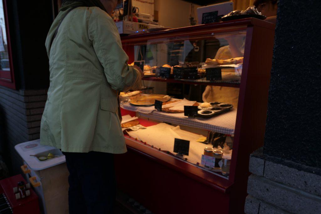 福山雅治さんの曲で有名な「桜坂」へお花見の帰り途中とても可愛いらしいパン屋さんを発見しました。    本日は大田区田園調布本町のパン屋さん『アヤパン』のレビューになります。