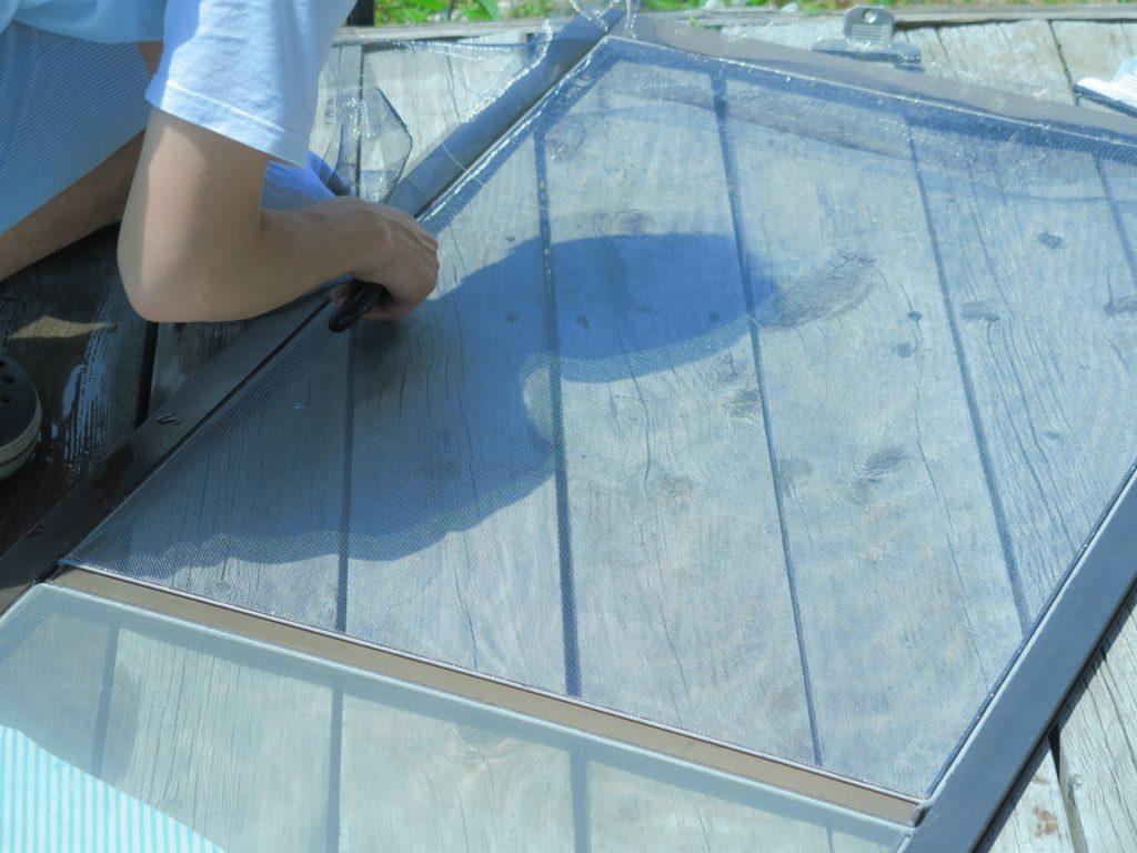 毎日暑い日が続いていますが、エアコンに頼るだけでなく、毎日自然の風を感じる為、窓を開け「網戸」を活用している方も多いはず。    実は網戸にも様々な種類があって、空室対策の手がかりになる設備なんです!