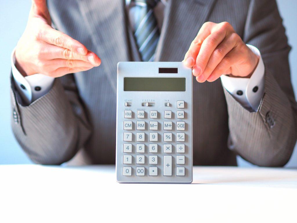 不動産投資の指標において「表面利回り」と同じく「利回り」の名が付いた「実質利回り」というものがあります。    実質利回りの計算をマスターすることが投資判断をする上でとても重要になってきます。