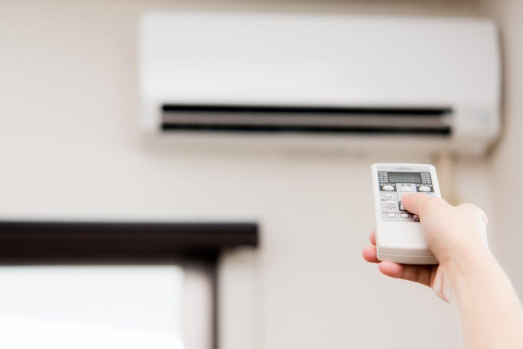 入居者の部屋でエアコン故障が発生し、エアコンを交換の必要が!    さて、こんな時はどのようにしてエアコンを購入・交換するのが良いのでしょうか?