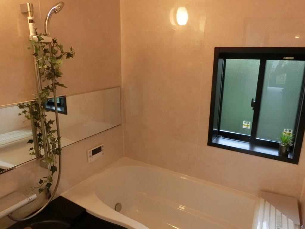 入居希望者は私たちが思っている以上に水回りを気にしています。    浴室のリフォームは高額になると思っている方が多いですが、工夫次第で様々な空室対策をすることが出来るんです!