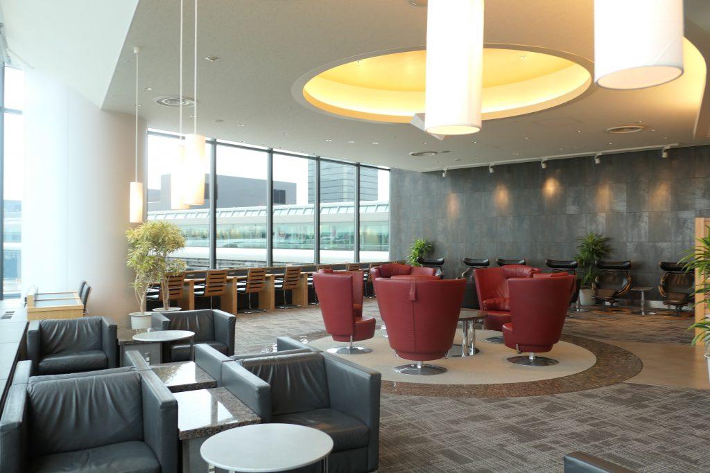 成田空港に多数あるラウンジの内、アメリカン航空の「アドミラルズクラブ」についてまとめていきます。