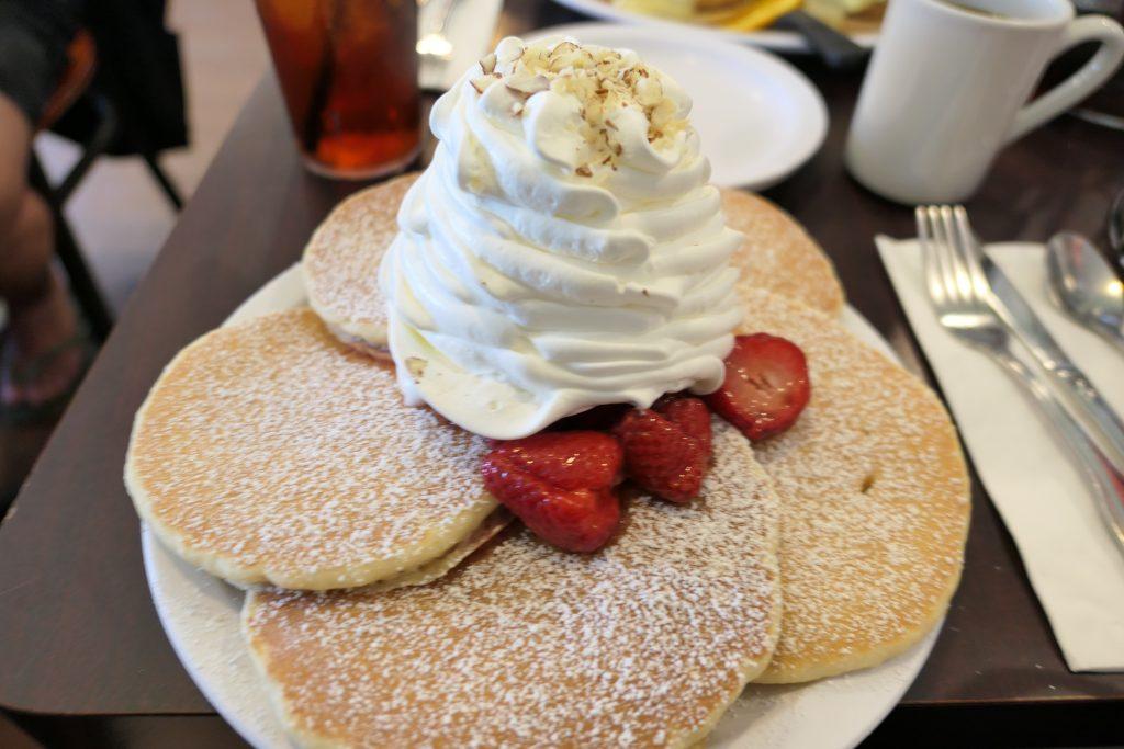 グアムでも大人気のパンケーキ店「エッグスンシングス」へ行ってきましたのレビューしていきます!