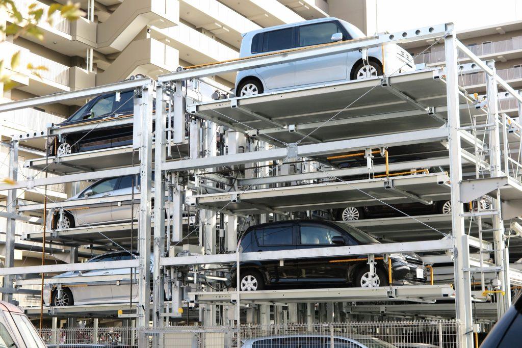毎日の通勤であったり、買い物であったり車を利用する方にとって重要なのが、「駐車場」です。    実はマンションの駐車場は様々な種類があり、自分に合わない駐車場のマンションを購入してしまったばっかりに、不満が溜まってしまうことはよくあります。