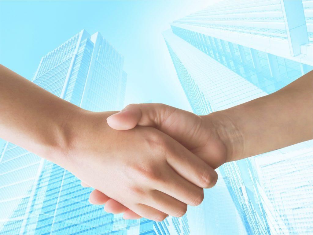 不動産投資用の物件を購入しても、普段は忙しく自分で管理は難しいと考える大家さんはたくさんいらっしゃいます。    そこで管理会社に管理を任せるわけですが、その契約形態は2種類に分けることができます。