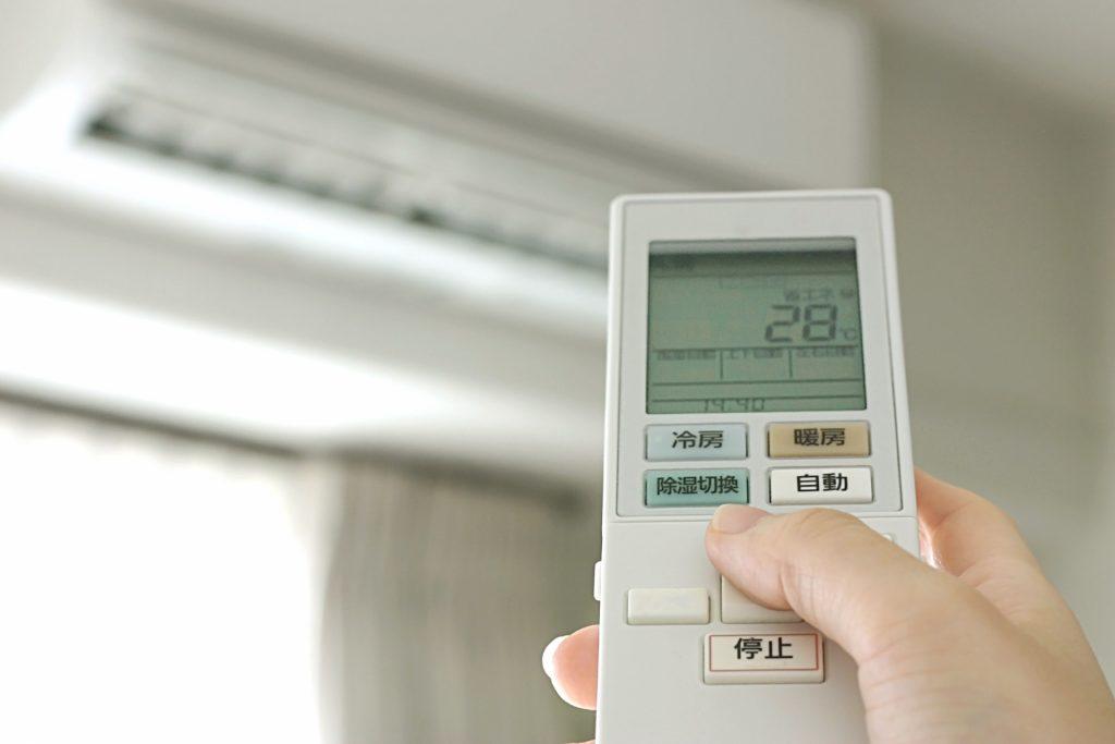 6~7月の夏本番前の時期に、急激に増えるのが入居者からの「エアコンに関するクレーム」です。    今回はエアコンのクレームを未然に防ぐ方法をご紹介していきたいと思います。